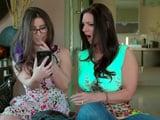 Mi hija me enseña unas fotos de su móvil .., muy fuerte - XXX