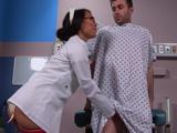 La doctora me pone nervioso, me toca los huevos ... !! - Asiaticas
