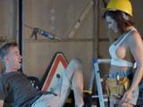La jefa de obra es mujer y tiene unas tetas tremendas - Xvideos