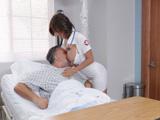 La enfermera MILF me provoca nada mas irse mi mujer - Xvideos