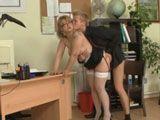 El hijo la echa un polvo en el despacho - Secretarias