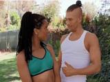 Nada como hacer yoga al aire libre con mi entrenadora - Negras