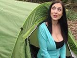 Esta acampada promete, la cabrona tiene unas tetas ... - XXX