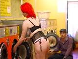 Algunas van a la lavandería a poner las pollas duras de verdad - Zorras