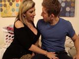 La puta de mi suegra me echa mano al rabo: quiere follar - Porno Mix