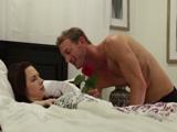 Mi cuñado me despierta con una rosa, que sorpresa - Cuñadas