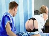 La enfermera que sabe como reanimar a sus pacientes … !! - XXX