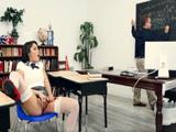 Mientras el profesor explica ella se masturba, no es serio - Xvideos