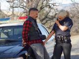 El delincuente está detenido y parece que va armado … !! - Porno Español