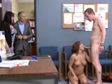 Pillados follando en el despacho, pero que poca vergüenza - Redtube