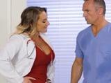 Salgo de quirófano, mi enfermera quiere follarme ahora !! - Porno HD