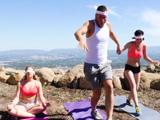 La clase de yoga es un coñazo, nos vamos a echar un polvo - Xvideos