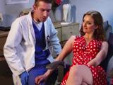 Una de las pacientes le mete mano al dentista, que puta - Xvideos