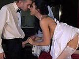Recién casada se folla al camarero del banquete - Zorras