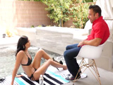 Es llegar el verano y se pasa todo el día metida en la piscina - Morenas