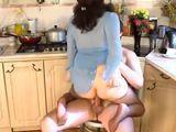 Botando en la polla del hijo de mi vecina - Cerdas
