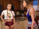 Hija, no puedes ir así vestida marcando ese pedazo coño - Sexo Fuerte