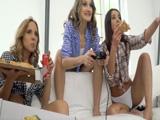 Tarde solo de chicas, pizzas, cerveza y muchas risas … !! - Lesbianas