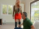 La hermana de mi mujer siempre me mete en problemas - Porno HD