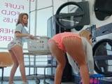 La cantidad de tías buenas que hay en la lavandería !! - Lesbianas