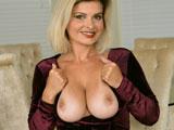 La fantasia de poder follarte alguna vez a la madre de tu novia - Fotos Porno