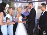 Siempre es emocionante ver la emoción de una novia - Xvideos
