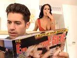 Pillo a mi hijo viendo una revista porno - Actrices Porno
