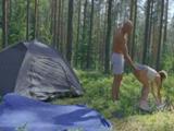 Es lo que tiene ir de acampada, entran ganas de sexo ... - Guarras