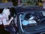 Pillo a mi hija chupándosela a un amigo en el coche ... !! - Xvideos