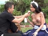 Invito a merendar a la chica de la limpieza, que tetas tiene !! - Porno HD