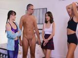 Desnudo delante de las amigas de mi hija, se han cortado - Sexo Fuerte
