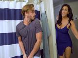 Perdona, no sabía que estabas en el baño, no he visto nada - XXX