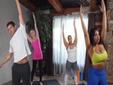 Aryana Adin en clase de yoga con el profesor X. Corvus - Negras