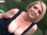 Folla en un descampado con su nuevo amante - Abuelas