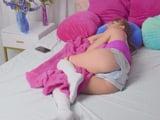 Se ha quedado dormida, no quiero despertarla aún … !! - Porno HD