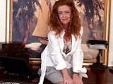 Madura de 48 años se masturba en la oficina - Masturbaciones