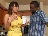 Ava Devine seduce y se folla a su vecino negro - Actrices Porno
