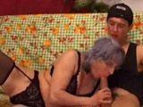 La golfa de la abuela me invita a casa para follar - Incestos